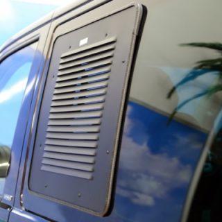 Lüftungsgitter Premium Schiebefenster FAHRERSEITE für VW T6.1 full