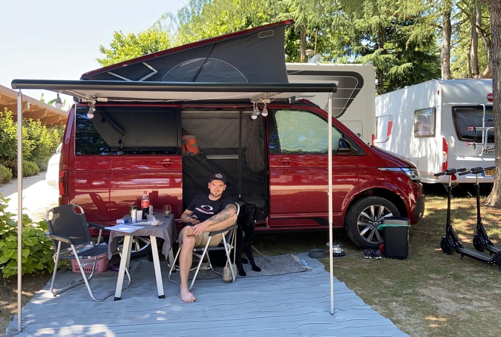 Mitarbeiter Patrick Guem beim Campen